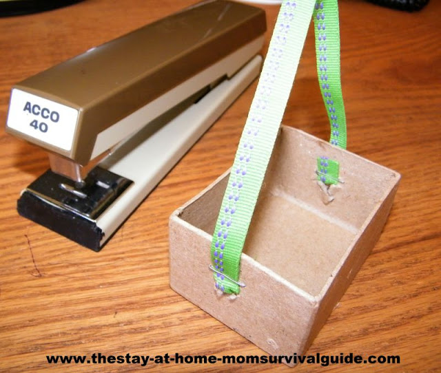 Hanger scale DIY toy for science exploration for toddlers and preschoolers.