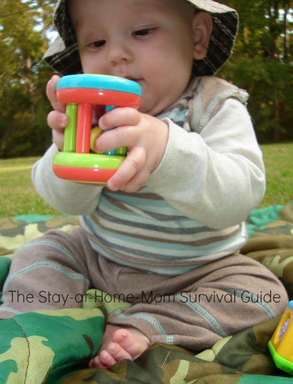 Simple ideas for keeping baby engaged and exploring activities outside