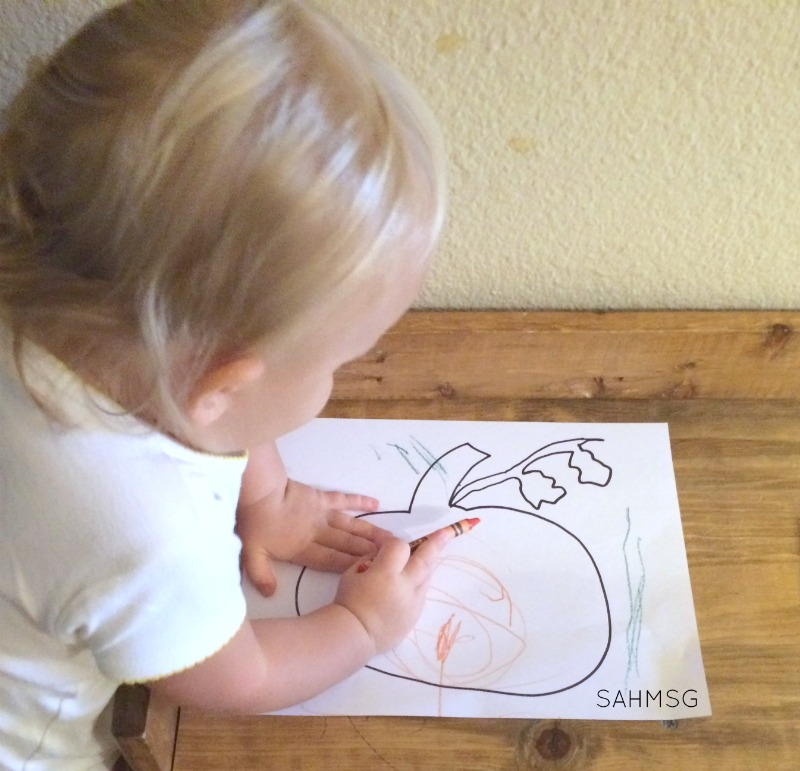 This has to be the easiest pumpkin activity for toddlers ever-and it kept my toddlers occupied for 20 minutes!