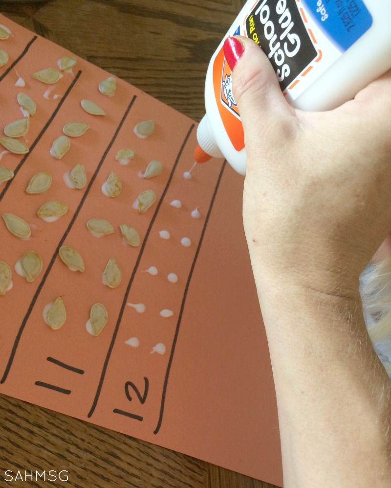 Gluing and fine motor exercise with a pumpkin seeds counting and number recognition activity.