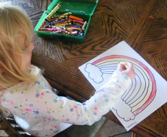 Color a rainbow to learn about colors and Spring. This art project and craft for kids is adapted for preschool and toddlers.