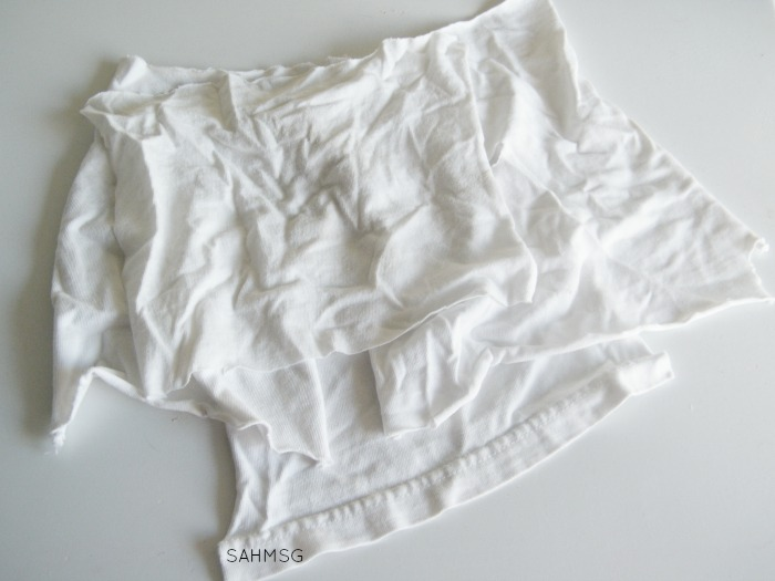 Use a white cotton t-shirt to make No-Sew DIY Dryer Sheets that are all natural.