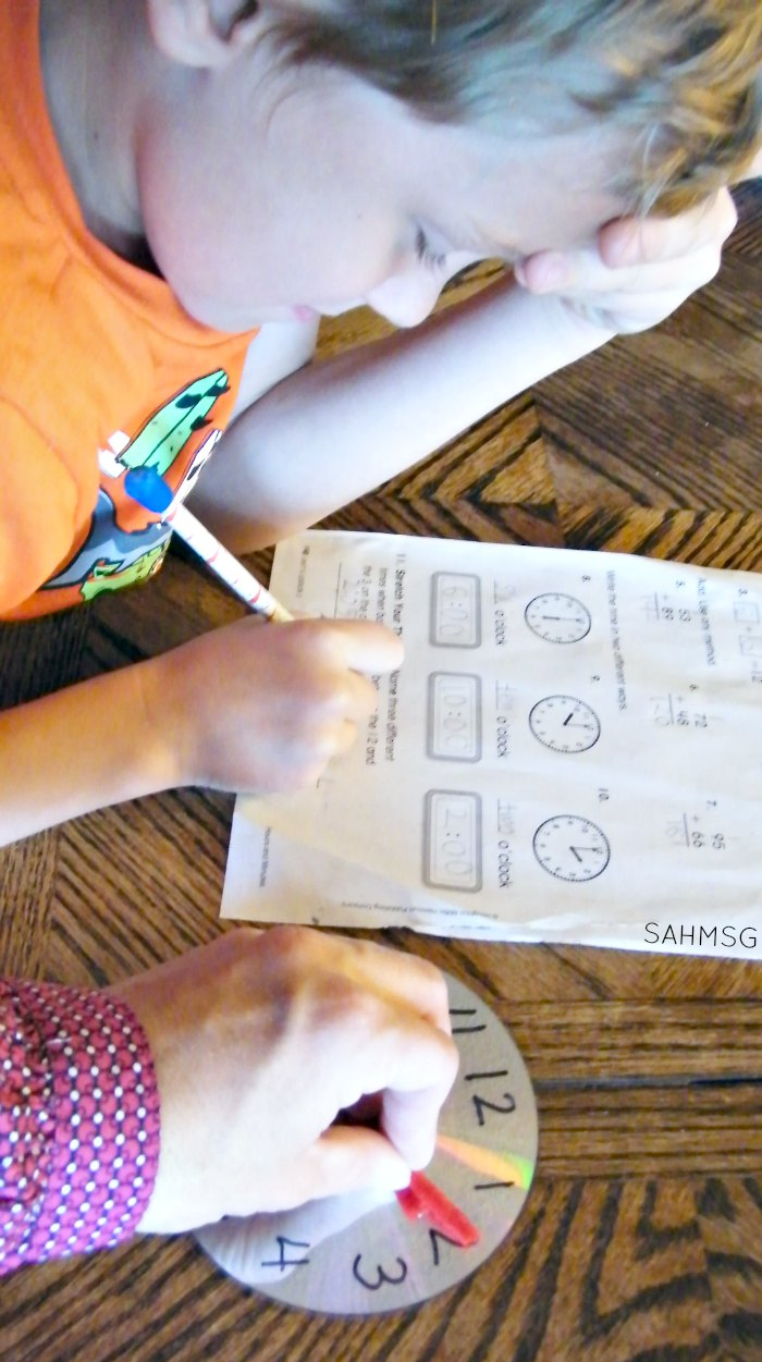 Common Core Math Stretch Your Thinking math manipulative for telling time.