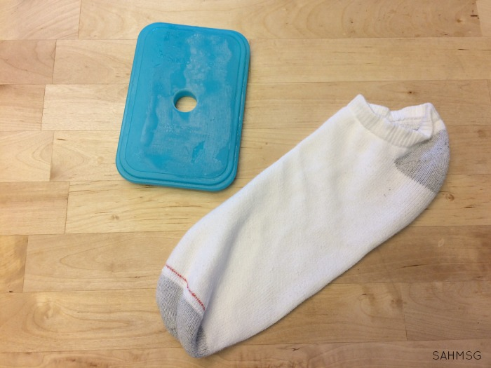 Kids get bumps and bruises, but a melting ice pack can just be annoying. Try this DIY ice pack idea-an ice pack hack-that uses two items you probably have at home to decrease the mess and increase the comfort of your kids after they get a bump or bruise. So simple to make!