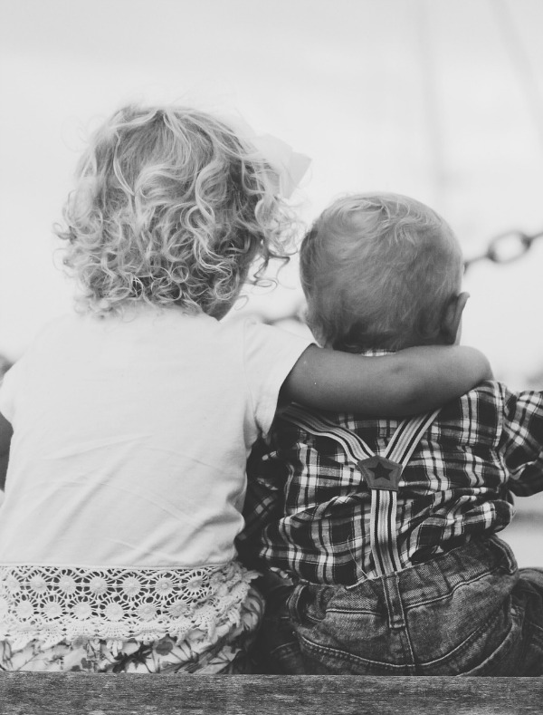 Having children close in age has a lot of beenfits, but there are some challenges too. These are the pros and cons to having children close in age from a mom who had 2 under 2.