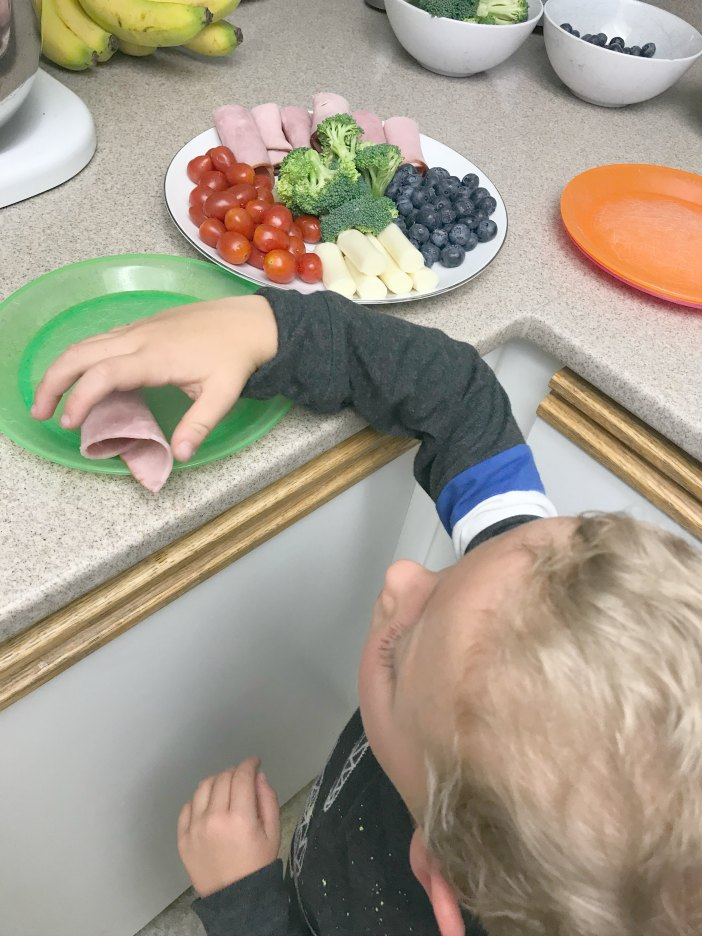 Less time in the kitchen for a more balanced meal for kids with Ekrich deli meat AD