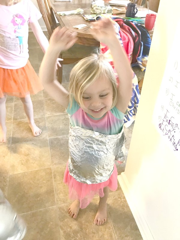 Making foil sculptures is a single item activity great for a rainy day! This foil sculpture one item activity is a great free form way for kids to create!