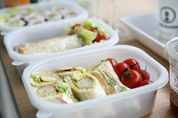 Back to school lunch ideas for healthy breakfast and lunch for kids.