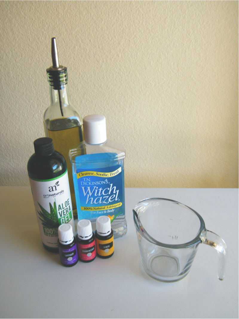 Make this DIY aftershave with essential oils to avoid razor bumps.