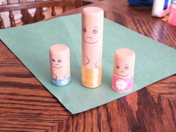 Making DIY toy people as a preschool activity and add them to pretend play.