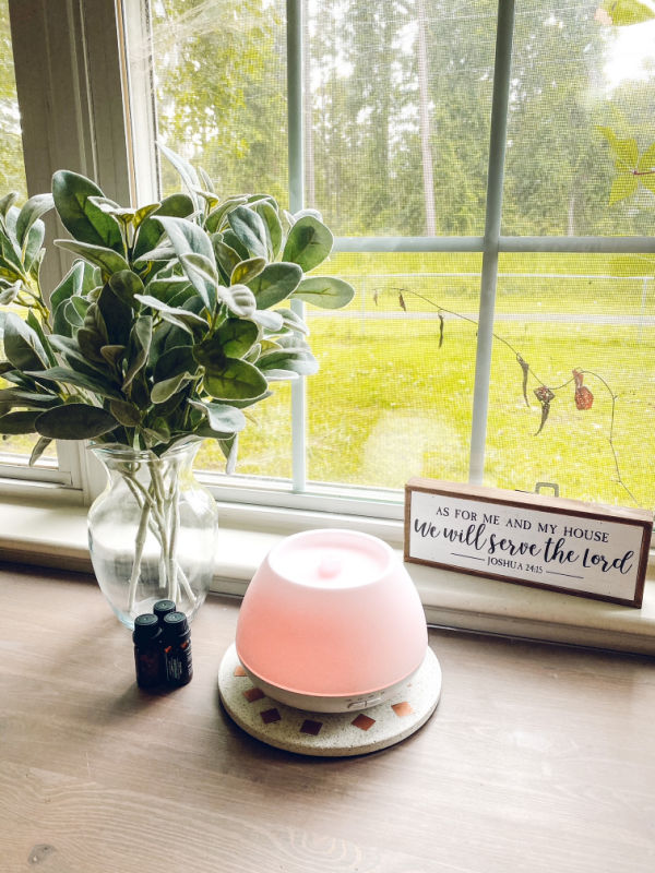 The Homasy essential oil diffuser is cost-effective and has several light settings as well as run times.